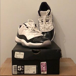 Air Jordan 11 Retro Low Concord 5.5 boys / 7 Women